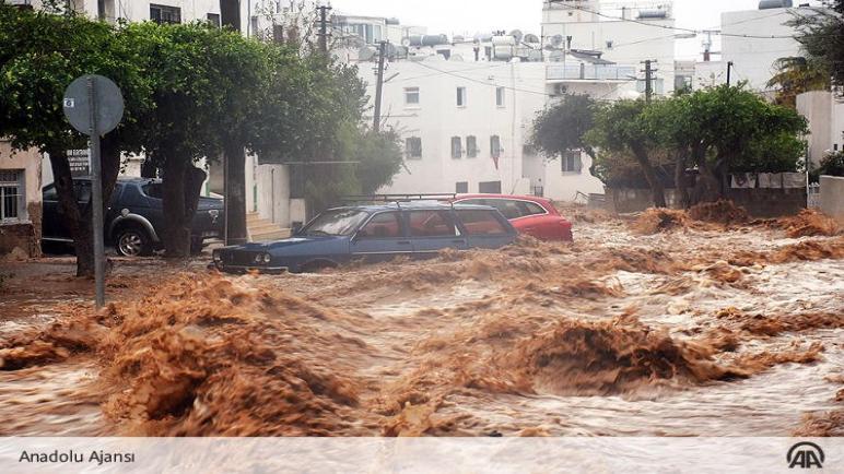 وفاة سيدة تركية بعد أن حاصرتها مياه الأمطار