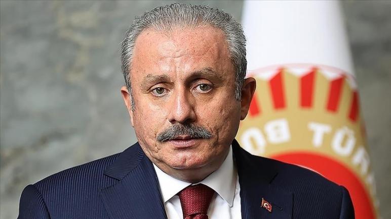 مواطنينا.. رئيس البرلمان التركي يوجه رسالة عاجلة للسوريين في تركيا