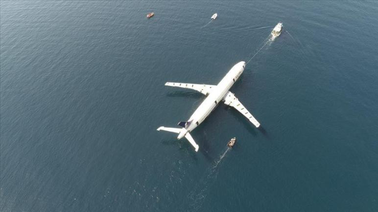 أكبر طائرة غارقة بمياه البحر في العالم باتت في خليج صاروس